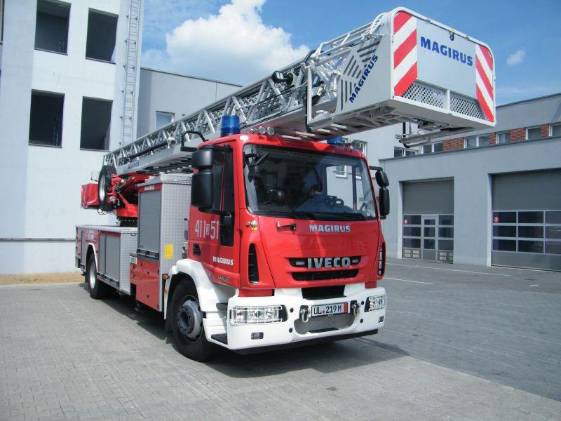Dzień Strażaka - przekazanie nowego samochodu